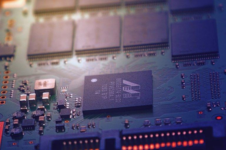 La crisi dei chip colpisce varie industrie